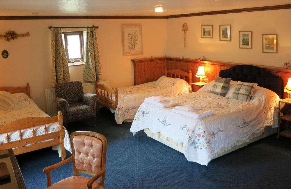 En-suite Family Bedroom B&B Bed And Breakfast Medieval