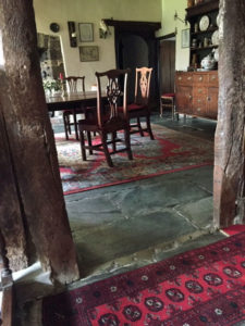 Access to dining room from hall